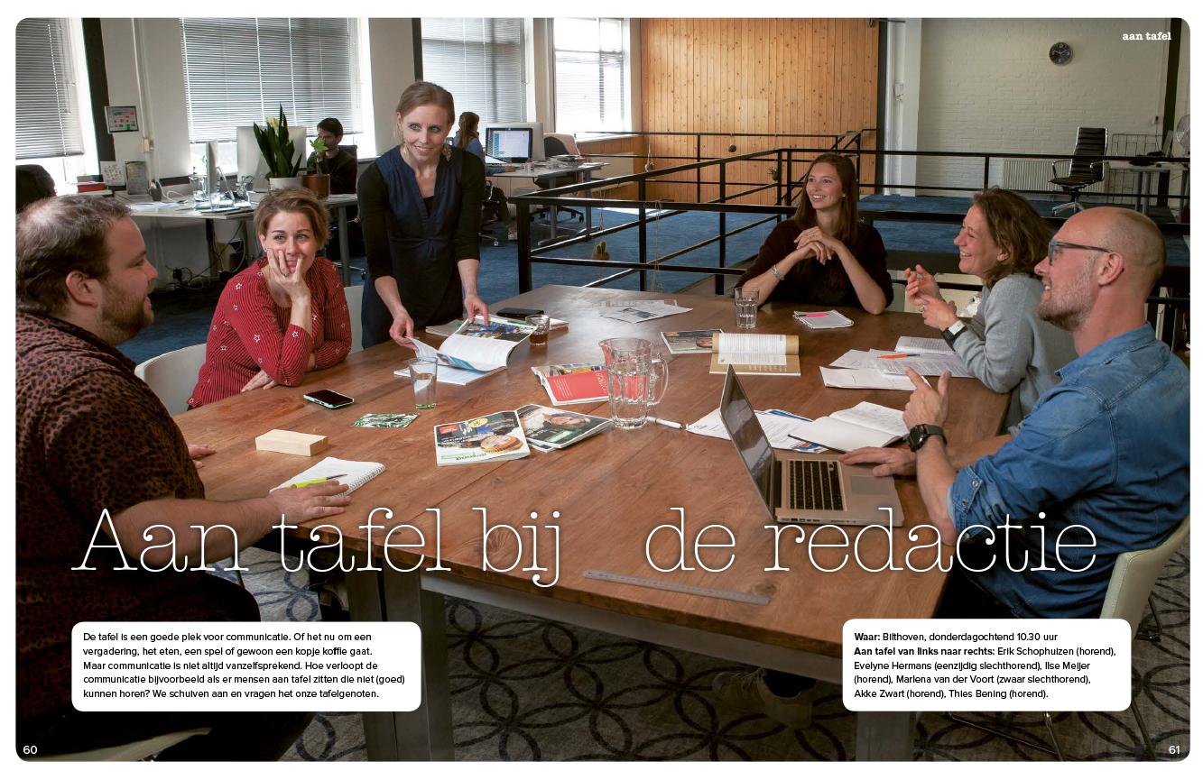 foto aan tafel: redactie gezond gehoor