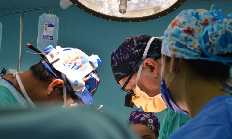 artsen aan operatietafel