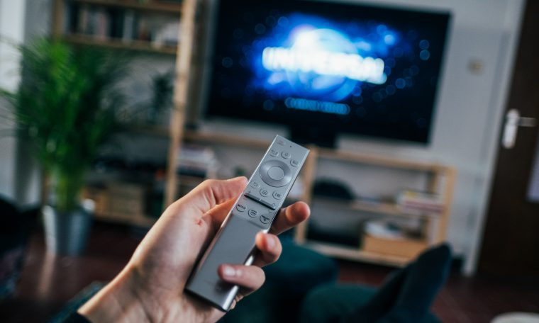 tv met afstandsbediening
