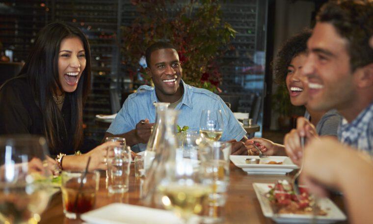 Mensen in een restaurant