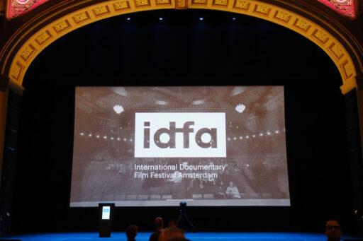 idfa poster op podium